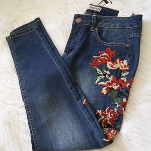 Sandpiper embroidered skinny jeans sz 4